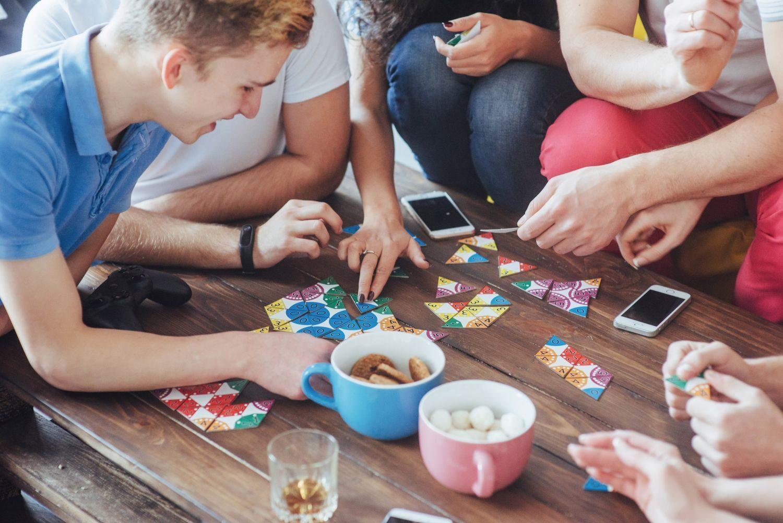 6 gier karcianych idealnych na każdą imprezę